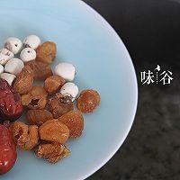 桂圆红枣莲子银耳羹的做法图解4