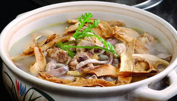 云南松茸猪肚老鸡煲的做法