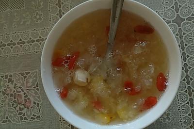 银耳莲子枸杞汤