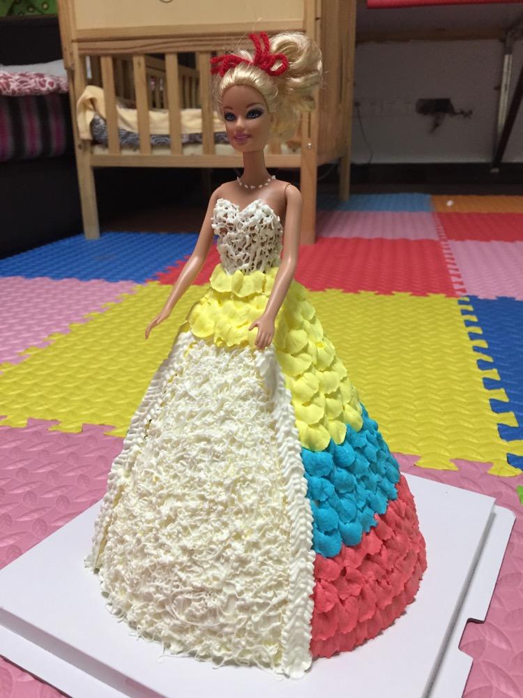 芭比娃娃生日蛋糕的做法_【图解】芭比娃娃生日蛋糕做