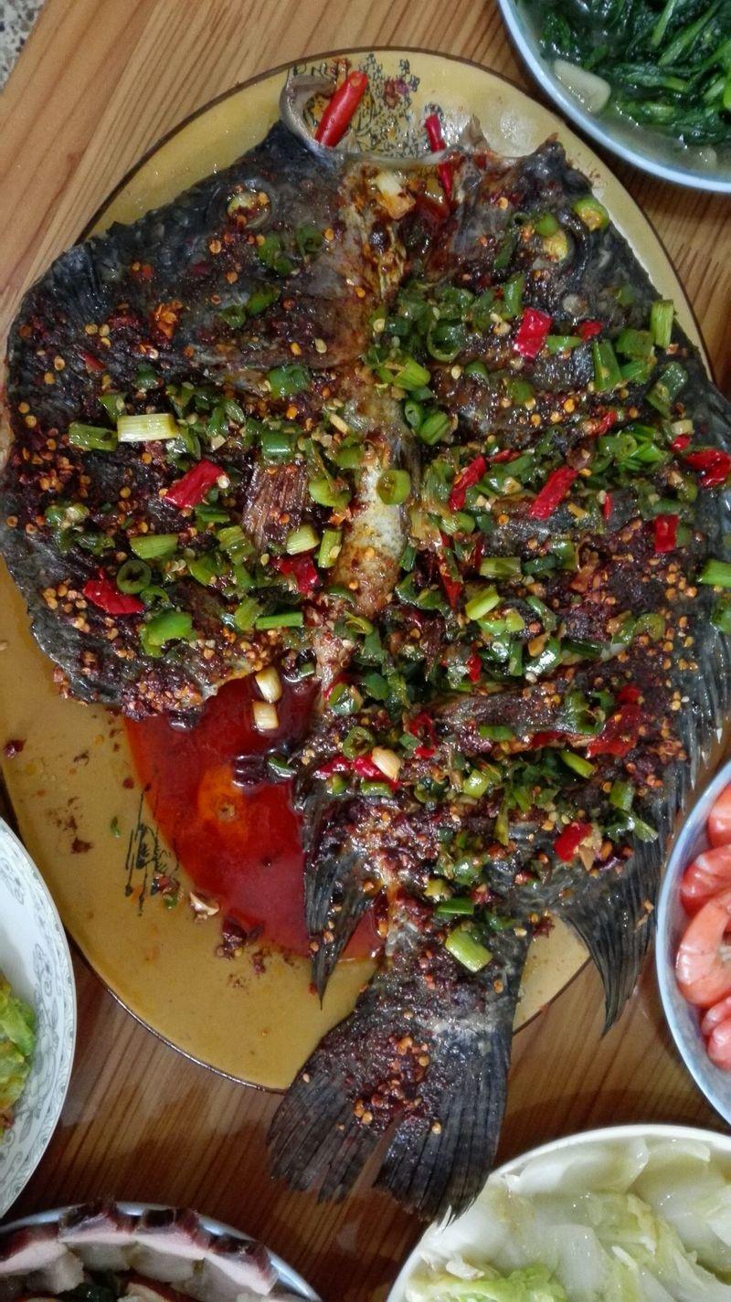 适量 家常烤鱼的做法步骤 3.