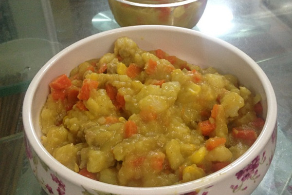 辅料   油适量 咖喱块适量 盐适量 淀粉少许 咖喱土豆泥的做法步骤