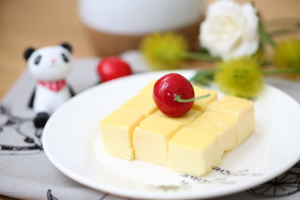 宝宝辅食食谱  豆浆鸡蛋布丁的做法视频 小贴士 说豆浆和鸡蛋不能同图片