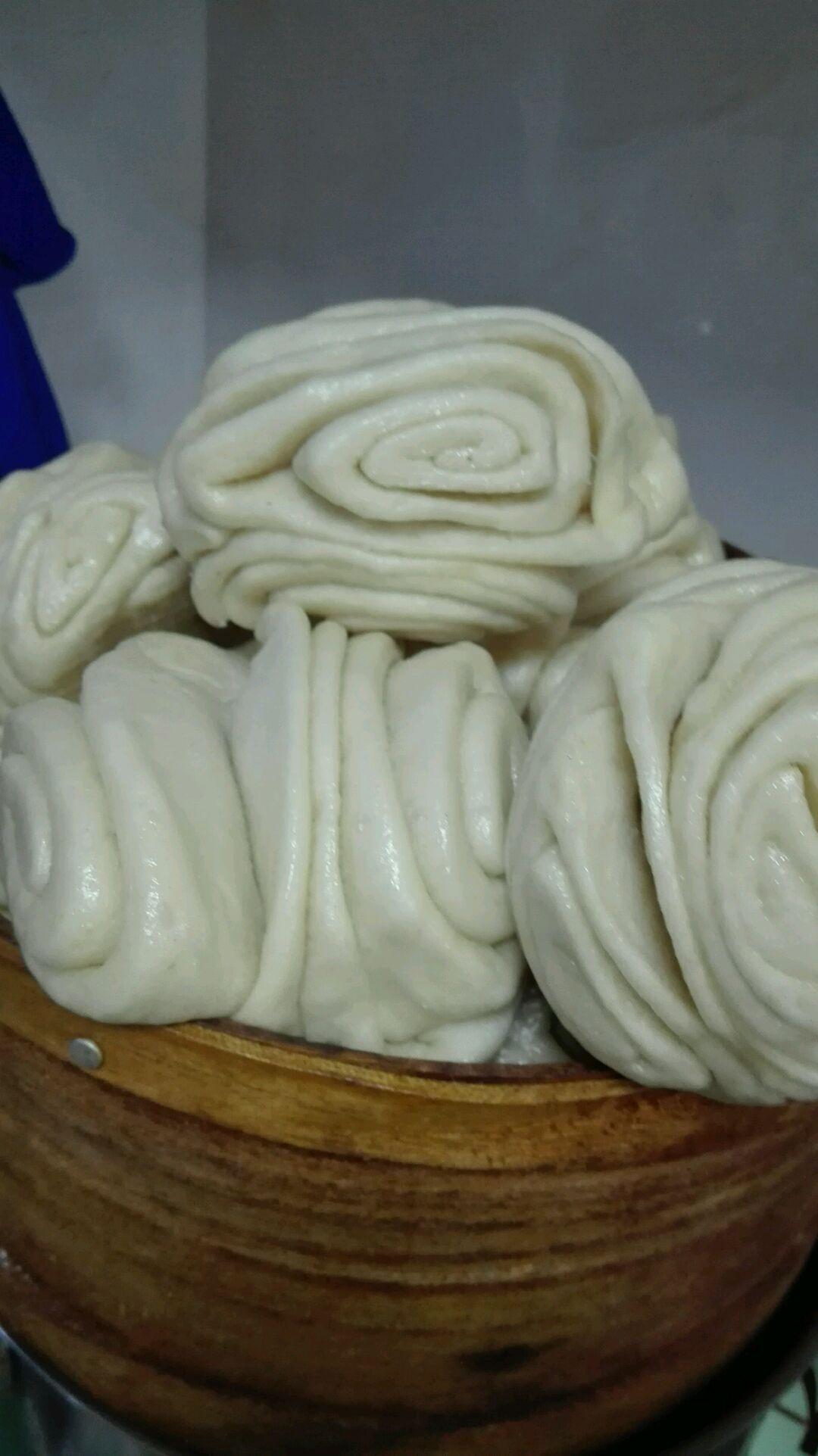 炒菜煲汤临锅时加入提鲜不口干 蒸花卷的做法步骤 小贴士 揉面男士最