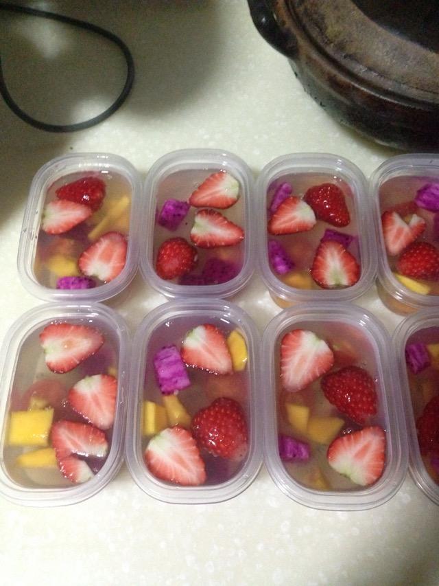 凉水900ml 冰糖或白糖适量 水果自己喜欢的各种 果肉果冻的做法步骤
