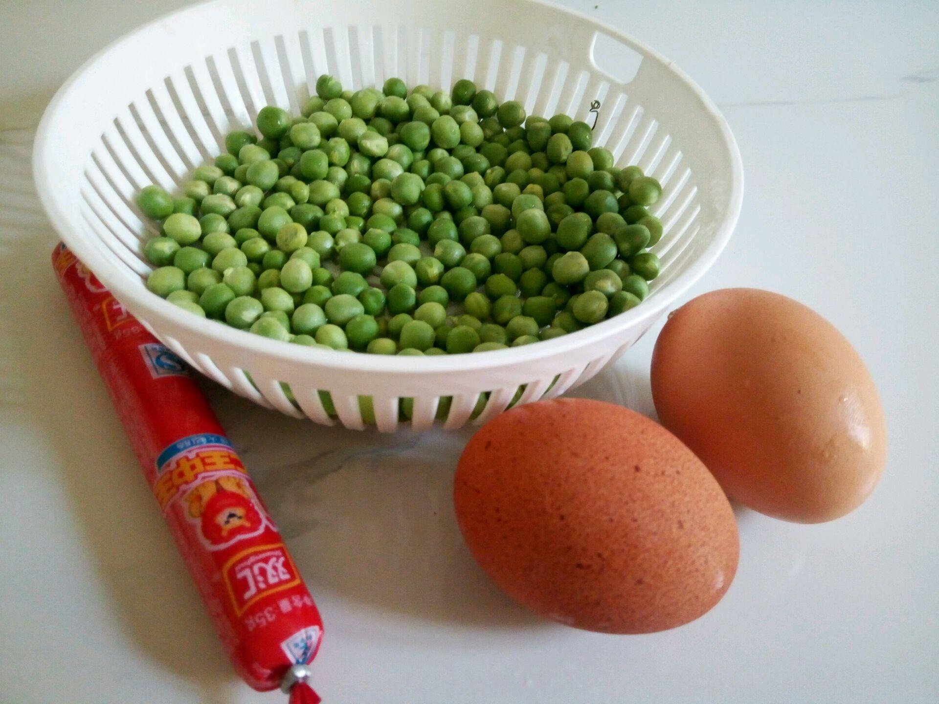 豌豆火腿肠蛋炒饭的做法图解1