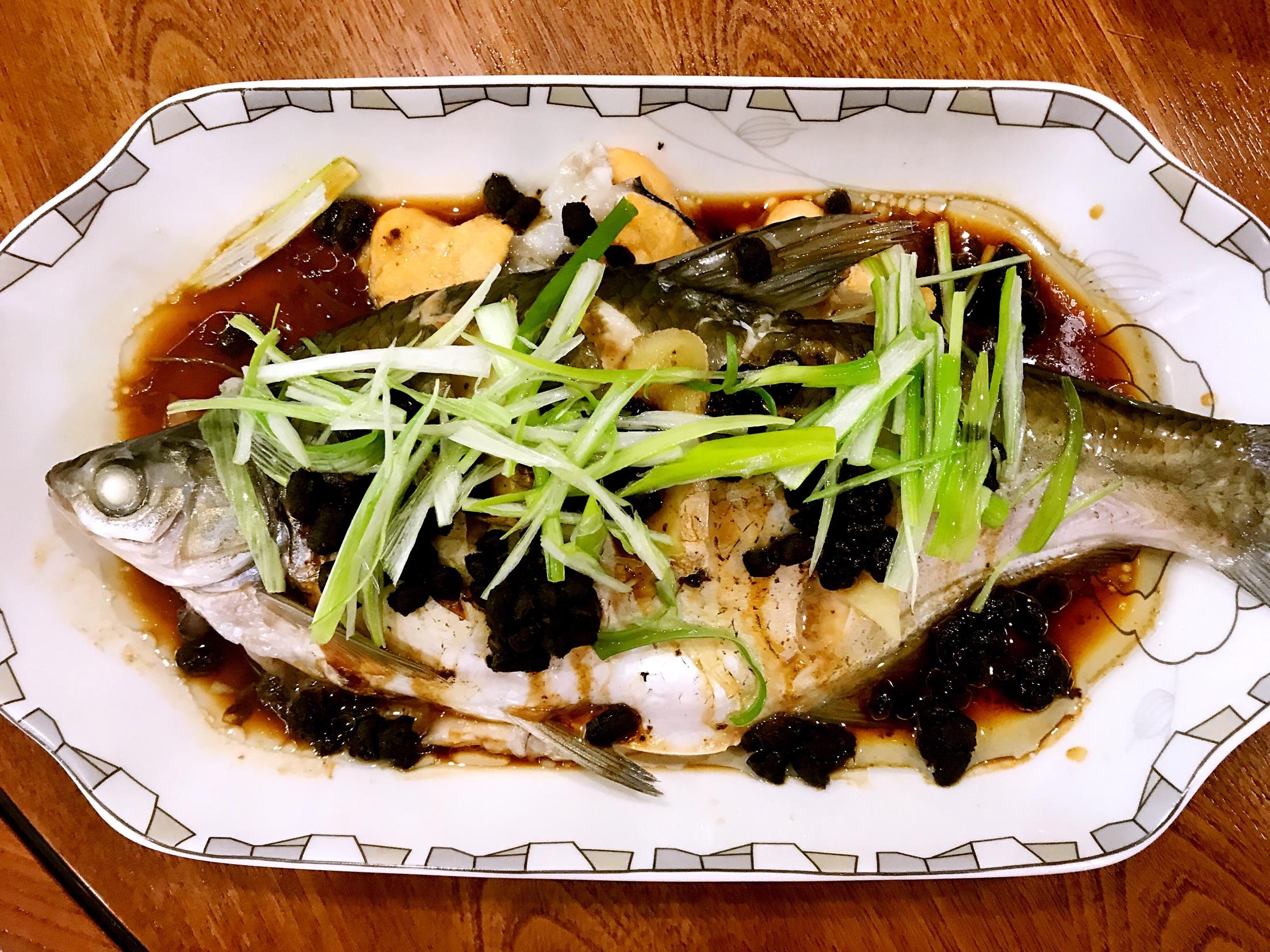 炒菜煲汤临锅时加入提鲜不口干 豉香蒸鱼的做法步骤        本菜谱的