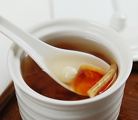 西洋参莲子炖桃胶的做法