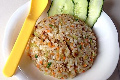 宝宝食谱:莴笋胡萝卜肉末蒜香炒饭