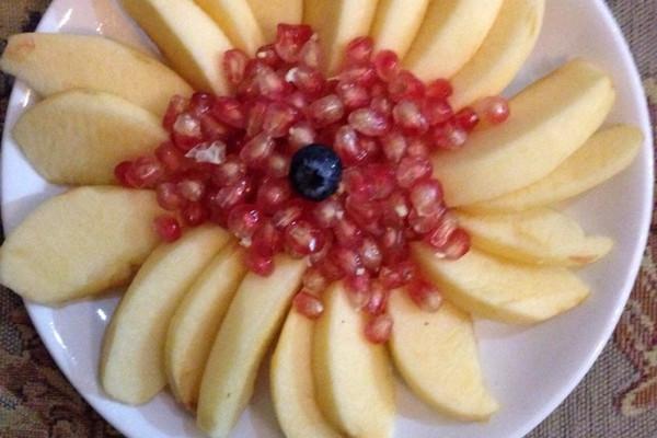 苹果石榴水果拼盘的做法 苹果石榴水果拼盘怎么做好吃 纳木措畔的曼