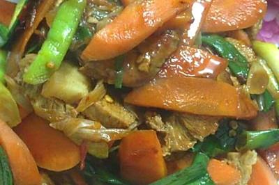 胡萝卜回锅肉