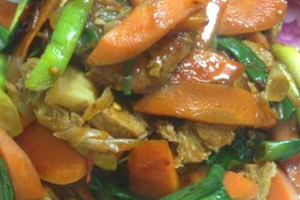 胡萝卜回锅肉的做法