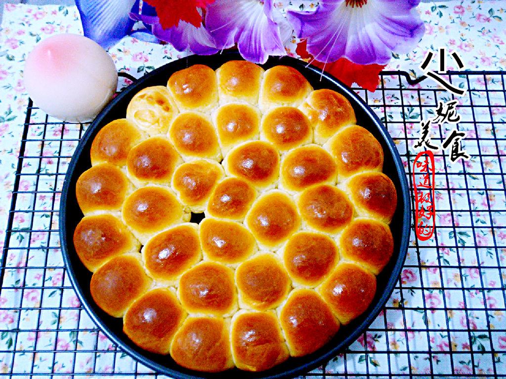 鸡蛋1个 糖30g 酵母2g 辅料   黄油30g 盐1g 金钱小面包的做法步骤 小
