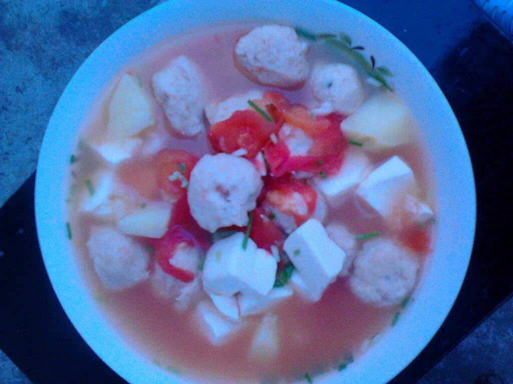 番茄鱼丸汤的做法图解1