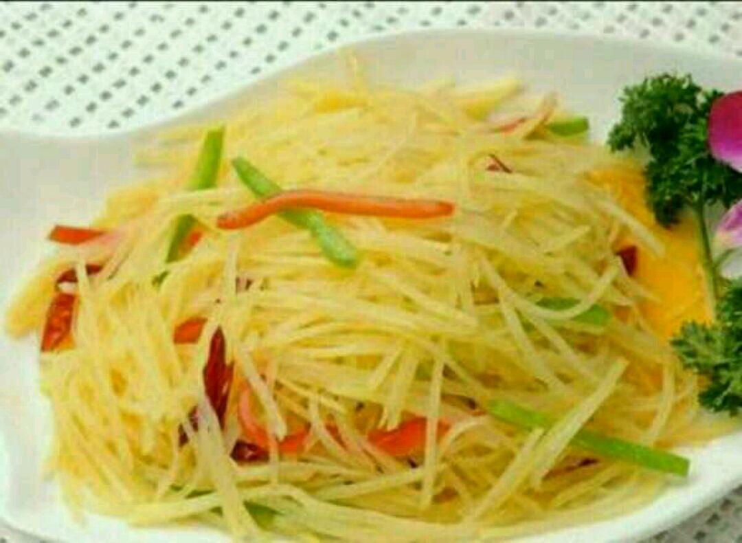 酸辣土豆丝的做法步骤 1. 1.土豆切丝,清水浸泡 2. 2.