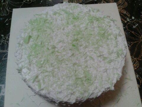 按照自己喜欢的图案设计蛋糕的形状就ok了