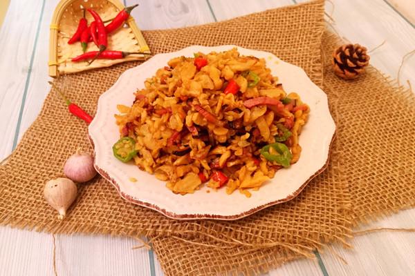 炒鸡下饭!萝卜干炒熏肉的做法