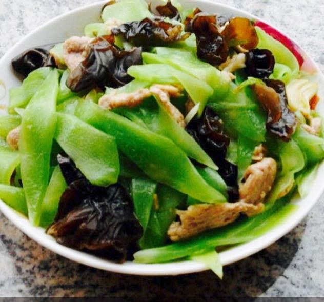 莴笋木耳炒肉的做法_青椒莴笋木耳肉丝的做法_【图解】青椒莴笋木耳肉丝怎么做如何