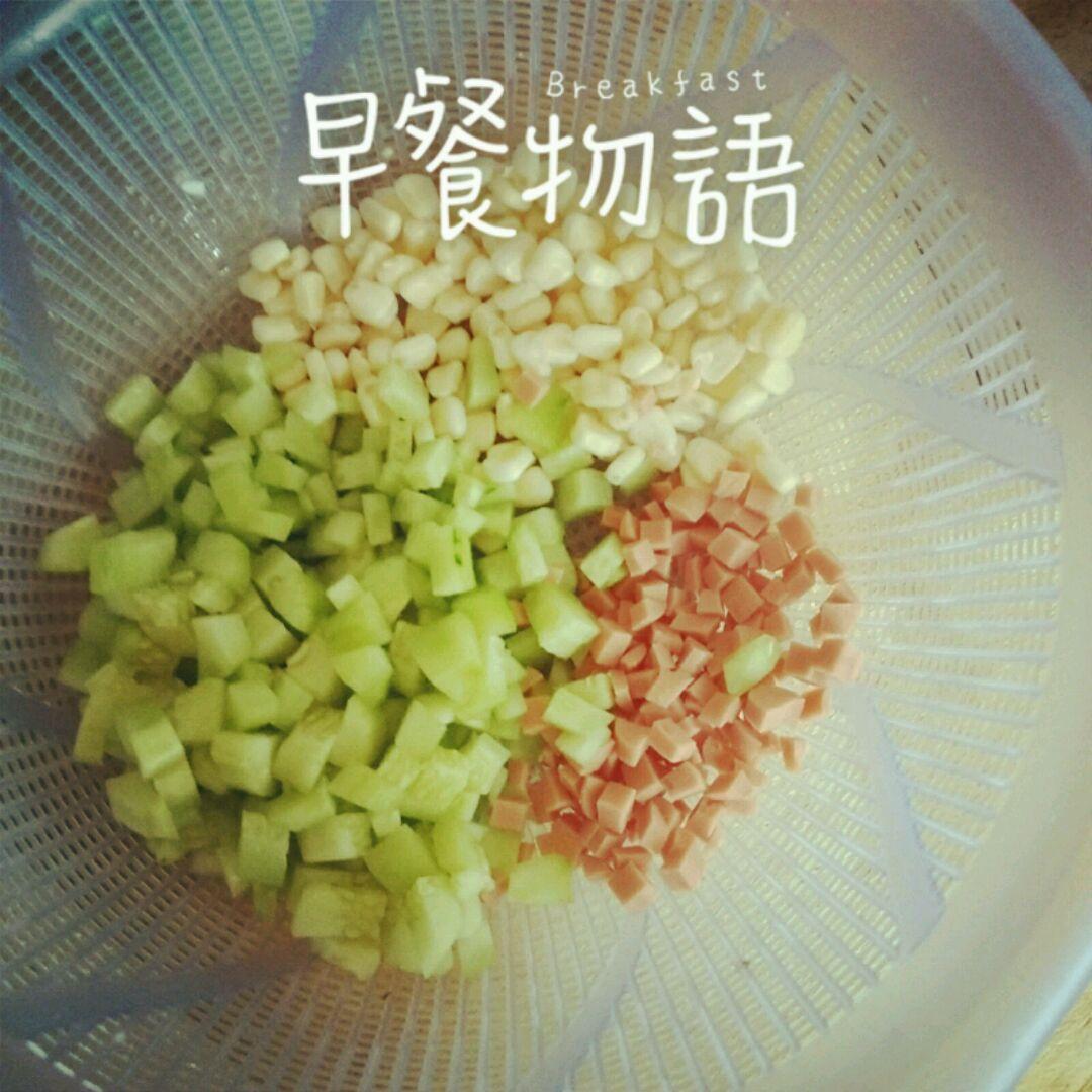黄瓜玉米蛋炒饭的做法步骤