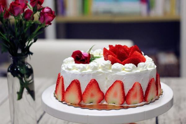 草莓奶油蛋糕(附8寸戚风做法)的做法