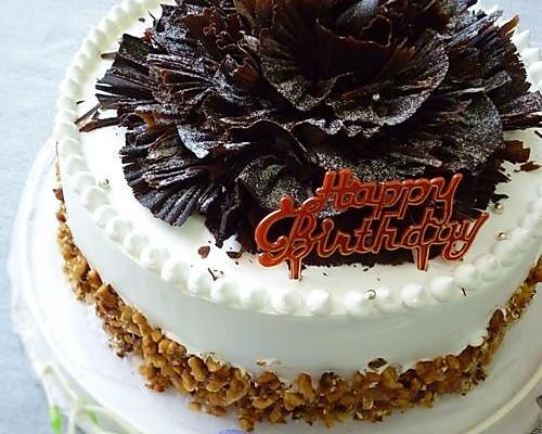 """""""花样的年华""""生日蛋糕 —— 巧克力铲花装饰的做法"""