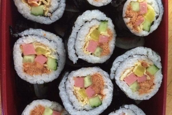 寿司紫菜包饭的做法步骤 小贴士 萝卜条超市买的.寿司萝卜条.