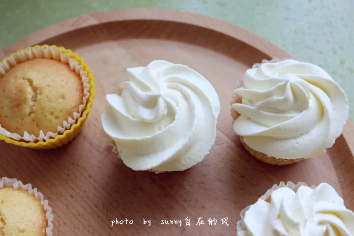 九阳烘焙剧场#海绵纸杯蛋糕~圣诞节可爱小点心