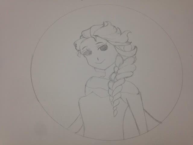 先用铅笔画出爱莎公主