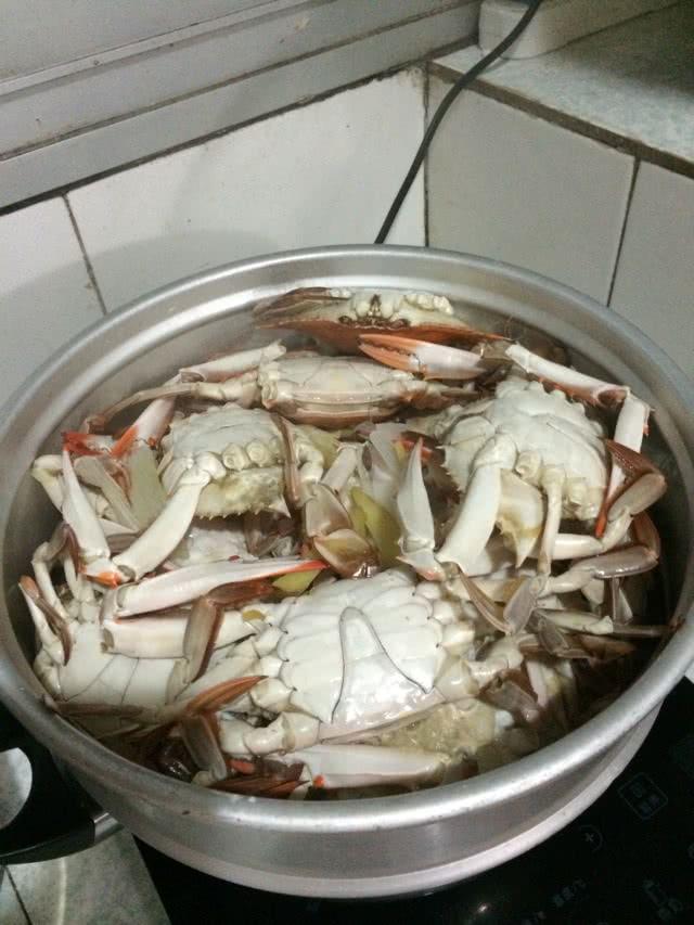 清蒸螃蟹的做法步骤 1.