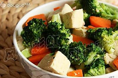 西兰花冻豆腐