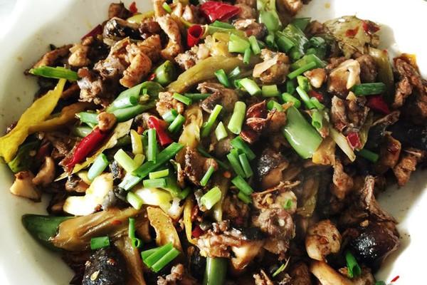 姜,酸,豆瓣酱,材料半只,一斤,其他配菜做法少许小葱炒鸡的步骤做法香菇棕子黑米图片