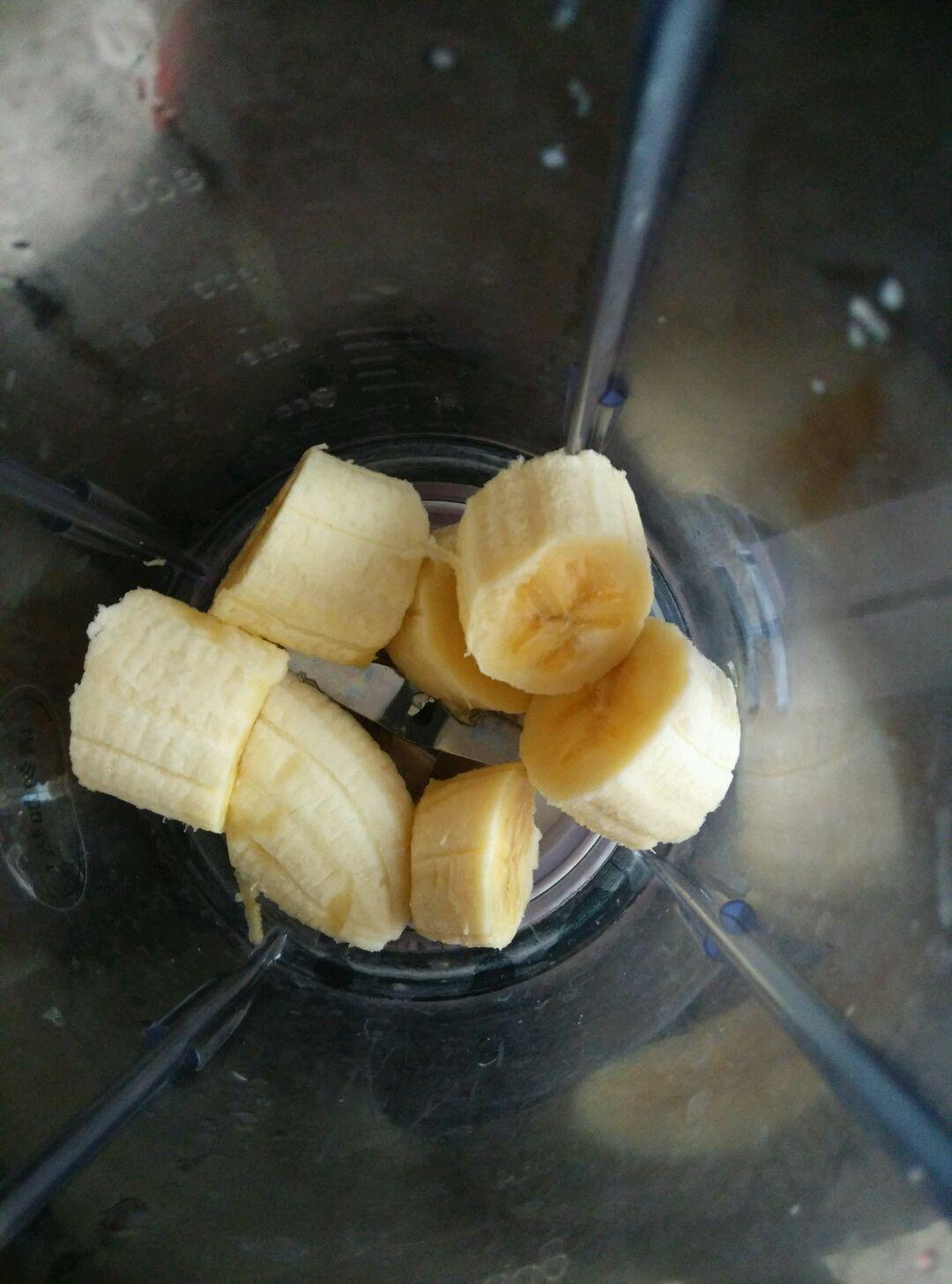 香蕉奶昔的做法图解1