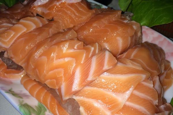 三文鱼刺身的做法_【图解】三文鱼刺身怎么做好吃_馋