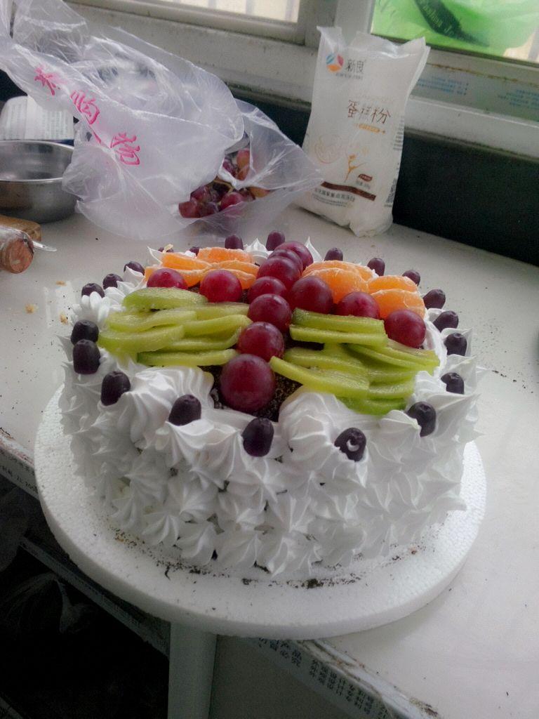 裱花水果生日蛋糕的做法图解1
