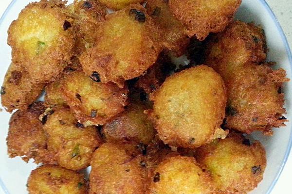 炸土豆胡萝卜丸子的做法步骤        本菜谱的做法由  编写,未经授权