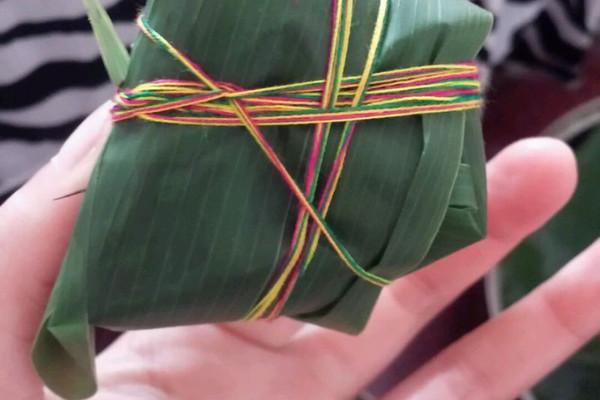 主料 蜜枣200g 500g 200g 300g 200g 蜜枣红豆粽子的做法步骤 8.