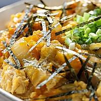 亲子丼:一碗温馨盖浇饭