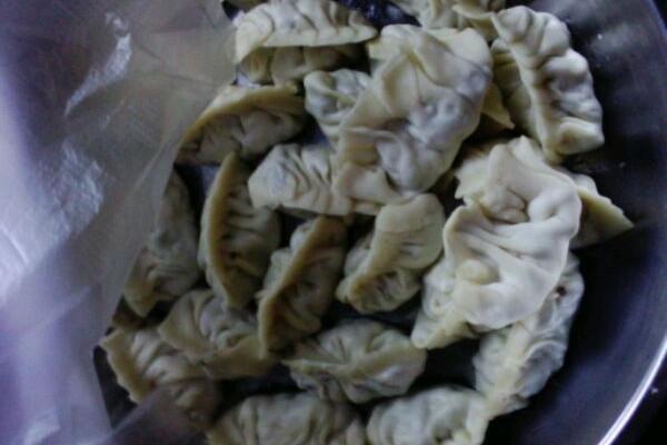 水煮饺子的做法