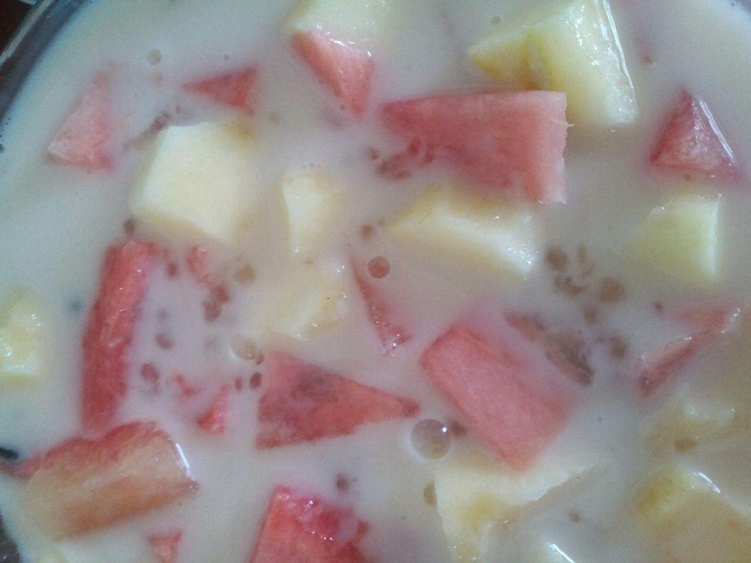 酸奶西瓜苹果西米露