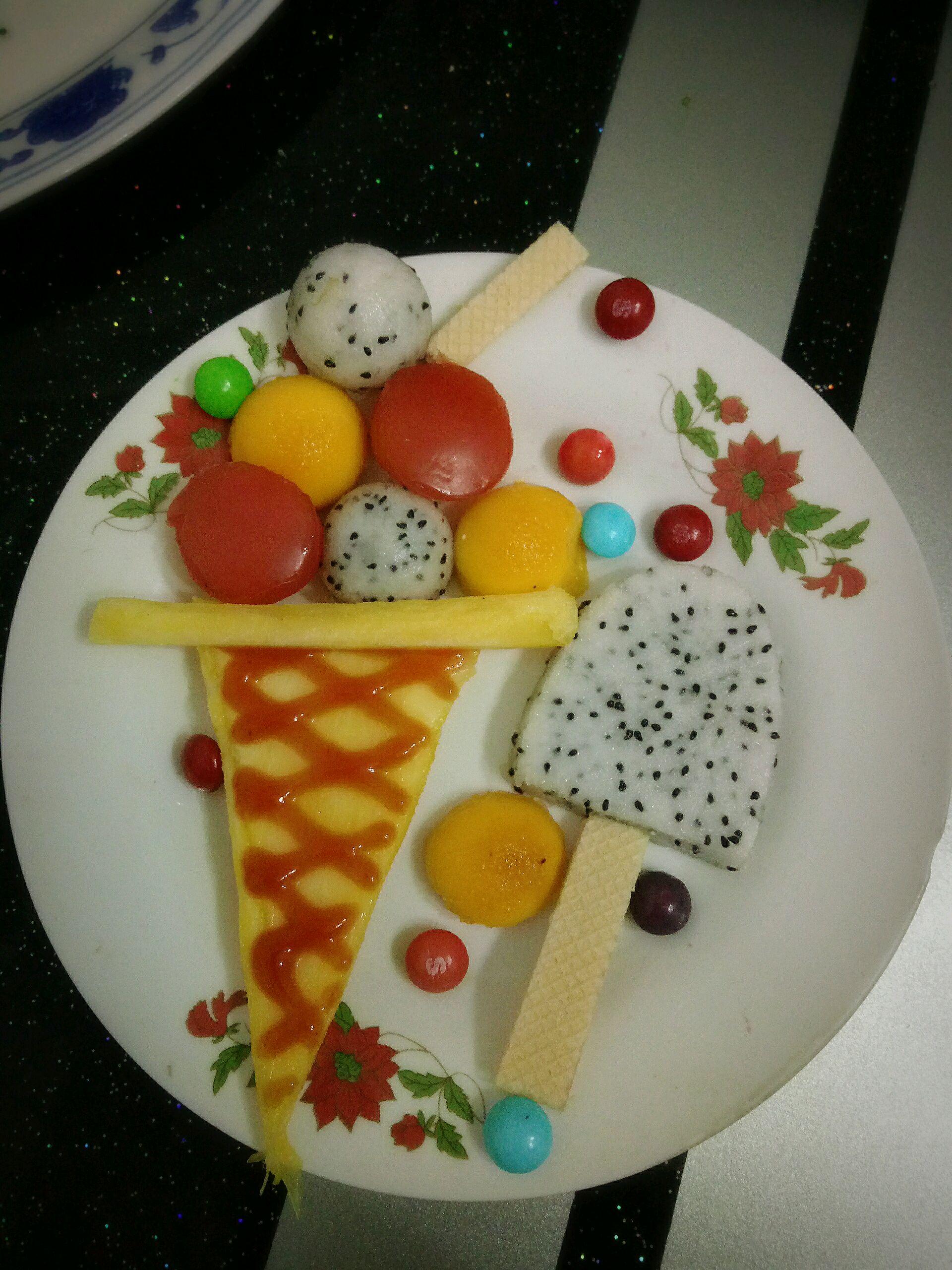 水果拼盘冰淇淋图片