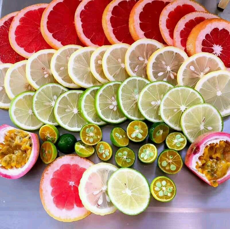 水果酵素的做法步骤 2. ①把蜂蜜, 水果和水按照1:3:10的比例准备好.