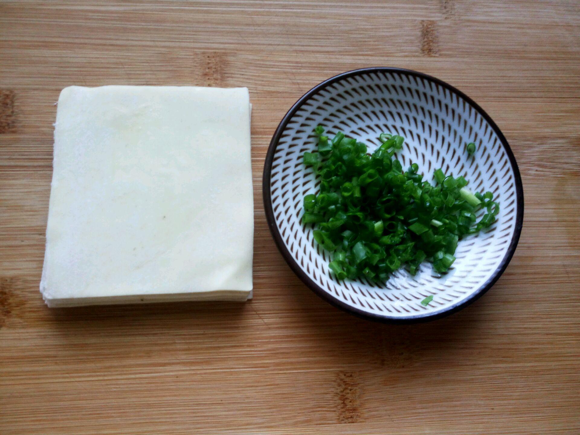 迷你葱油饼(馄饨皮版)的做法步骤