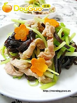 芹菜木耳丝炒肉筋的做法