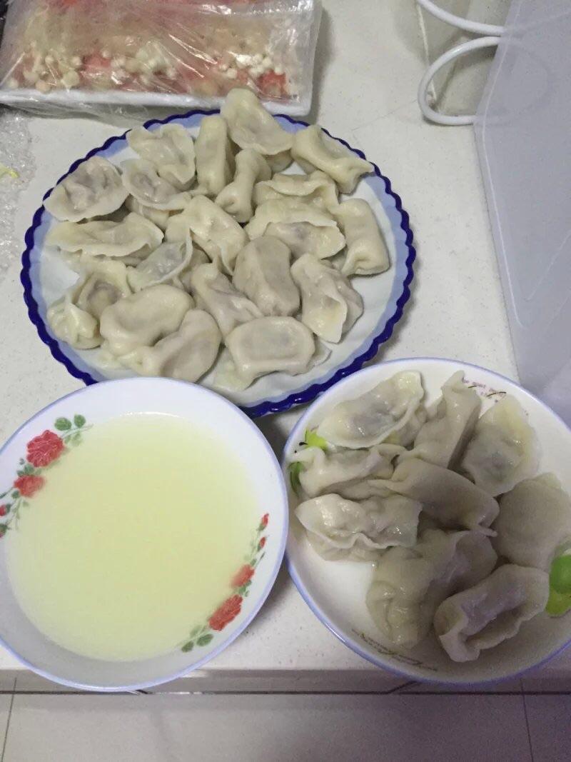 5碗 东北饺子的做法步骤 小贴士 和面的水要慢慢加 因为我自己做没拍