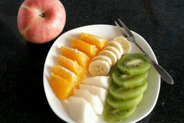 猕猴桃1个 香蕉1个 橙子1个