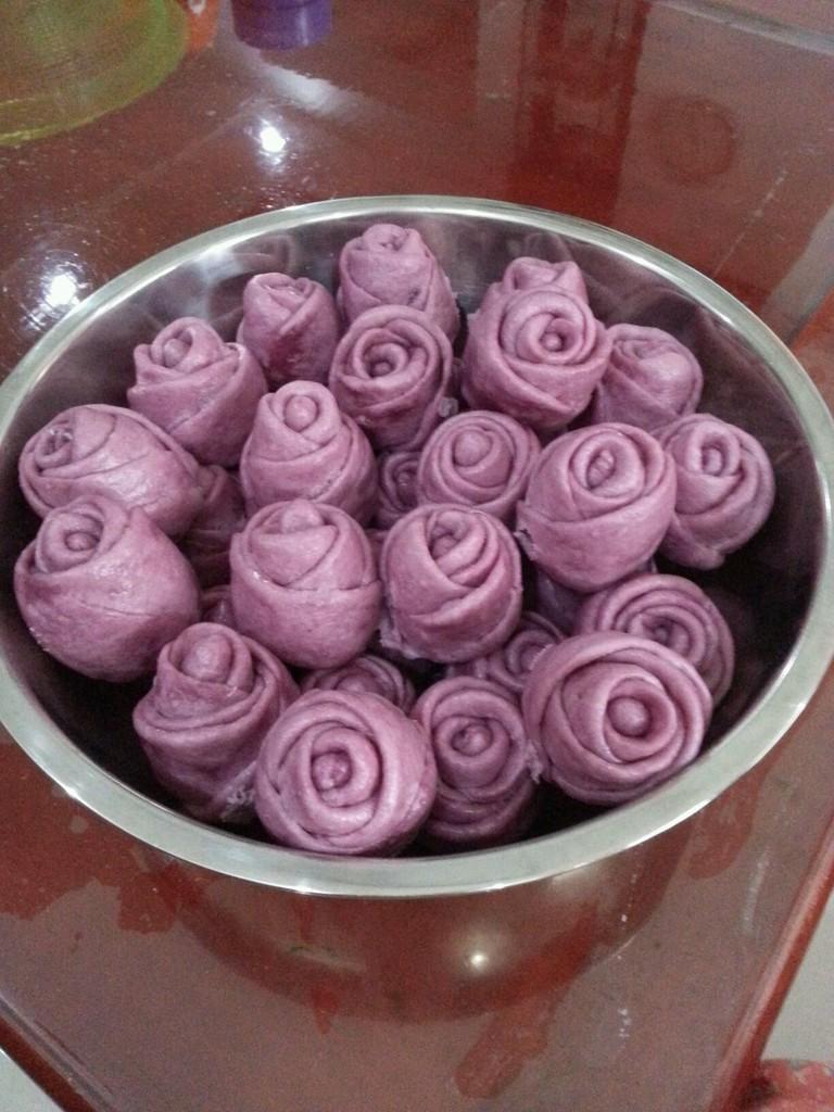 玫瑰馒头_紫薯玫瑰花馒头