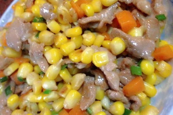 红萝卜 辅料   盐,酱油,生粉,葱 玉米炒肉的做法步骤        本菜谱的