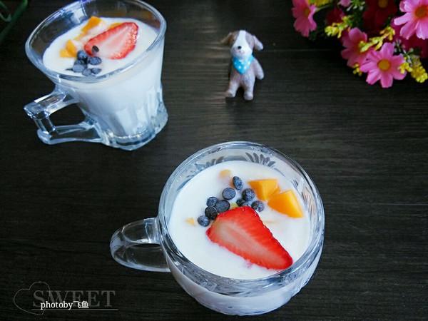缤纷水果酸奶杯