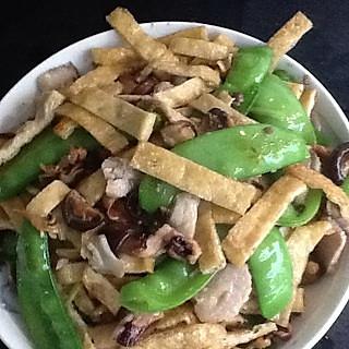 兰豆尤鱼炒豆干的做法
