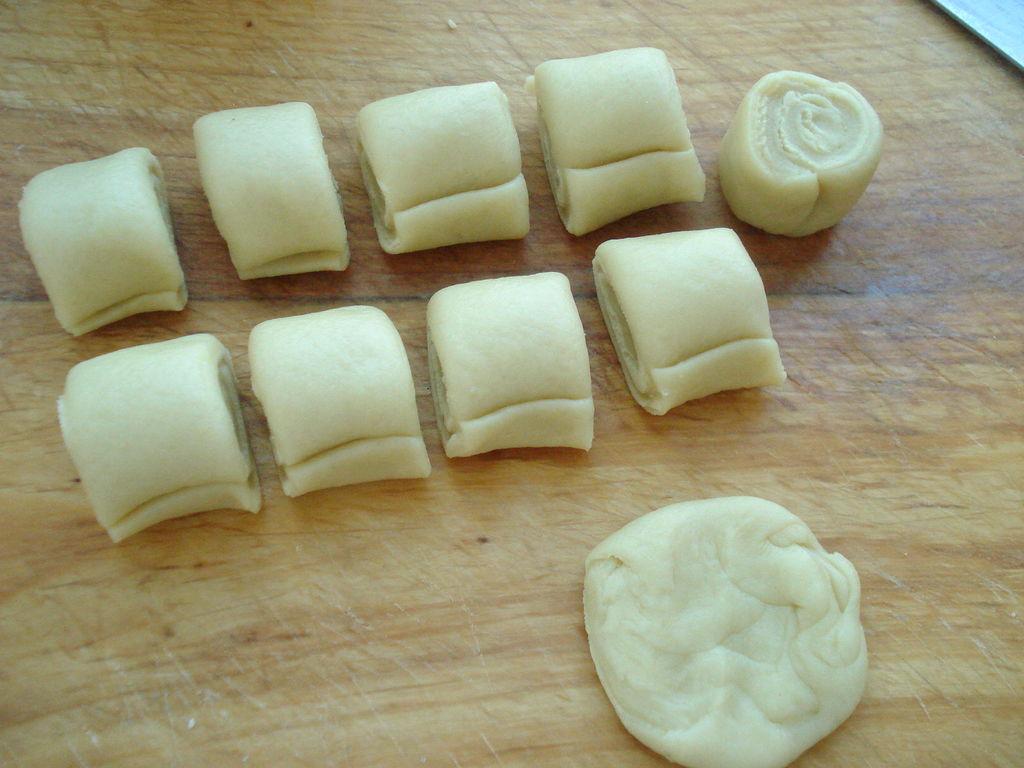 葱香火腿肠月饼的做法步骤